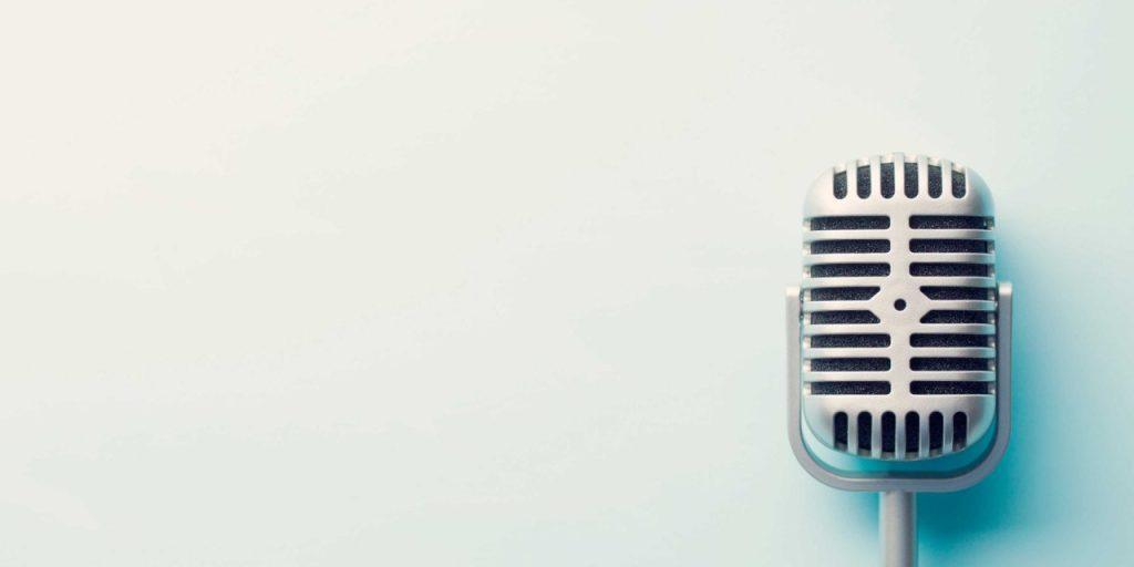 En effet, il est essentiel de faire préalablement un petit brief qui donnera quelques informations sur le type du projet, la linguistique de la voix, l'âge, le sexe ainsi que le timbre vocal. Ces éléments vous permettent de repérer le type de voix dont vous avez besoin pour la réussite de votre projet.
