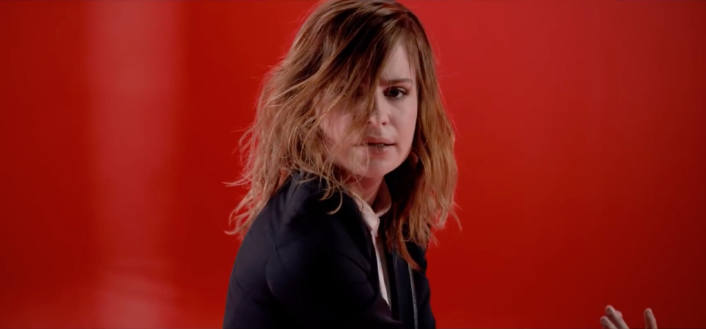 Envoyer un message personnel à Christine and the Queens (courrier postal, formulaire de contact, etc) - Contacter CHRISTINE AND THE QUEENS | Héloïse Letissier alias #Chris