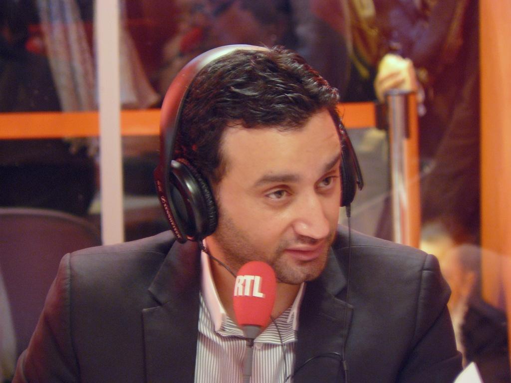 Joindre Cyril Hanouna, le présentateur de Touche pas à mon poste et son équipe de chroniqueurs