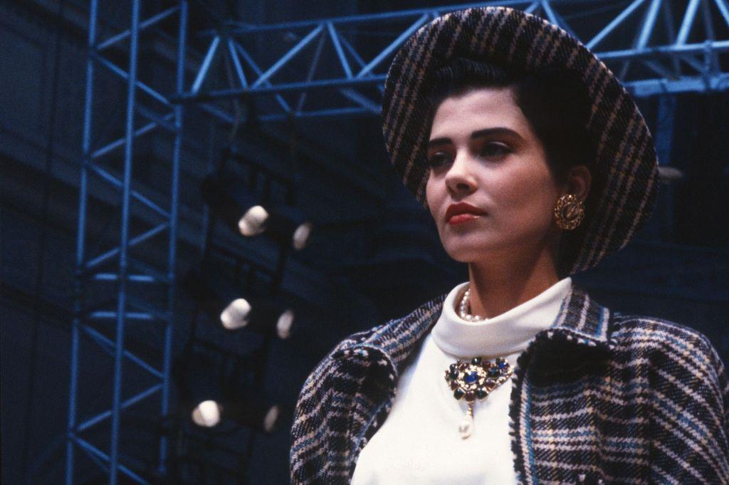 Cristina Cordula défile jeune pour Chanel - Les différents moyens pour joindre Cristina Cordula