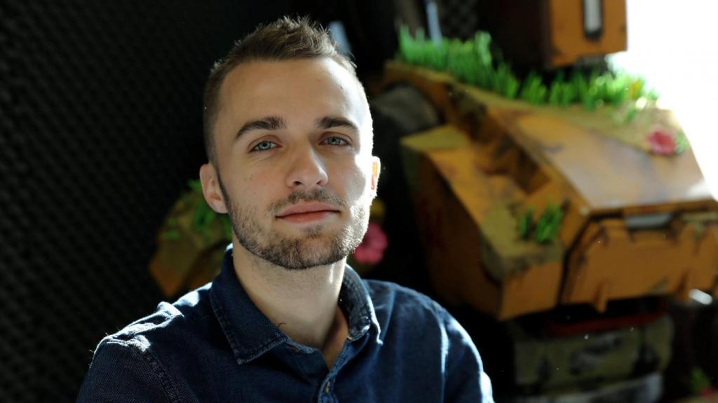 """Contacter SQUEEZIE   Écrire à """"Squeezie"""" Lucas Hauchard Toutes les coordonnées pour contacter Lucas Hauchard alias Squeezie"""
