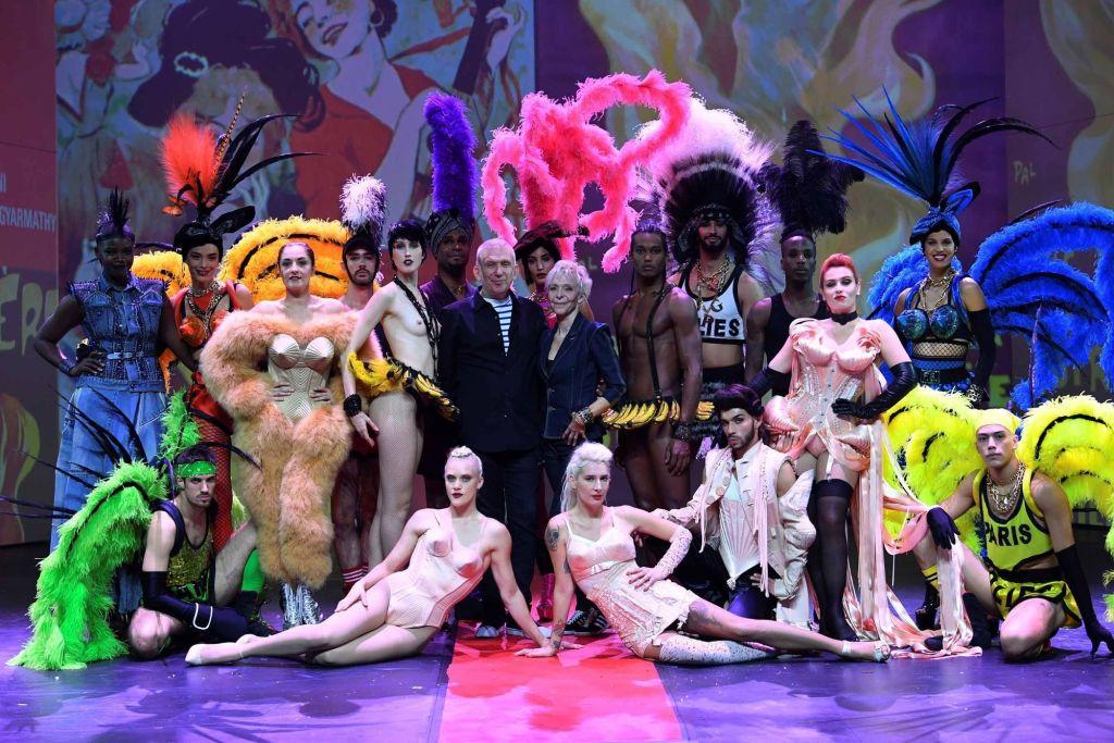 Contacter le cabaret LES FOLIES BERGÈRE à Paris Véritable symbole de la vie parisienne et du plaisir à la française, le music-hall était né aux Folies Bergère. C'est une salle de spectacle parisienne située dans le 9ème arrondissement.
