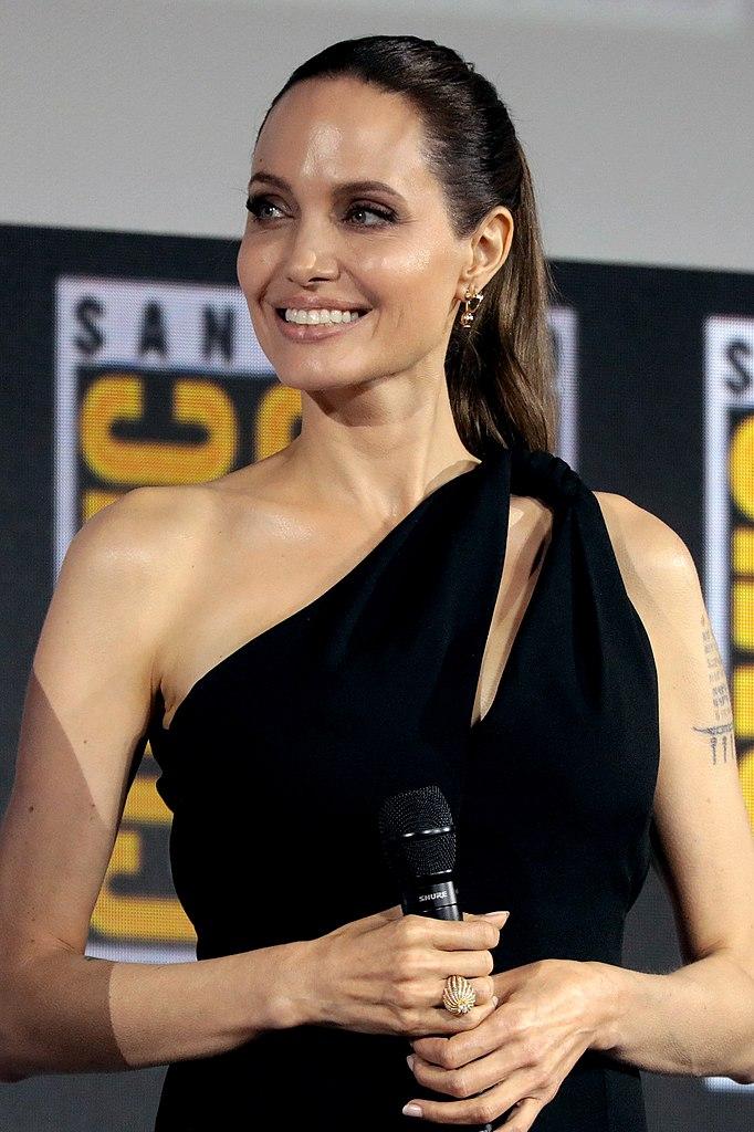 Les différentes coordonnées pour contacter Angelina Jolie