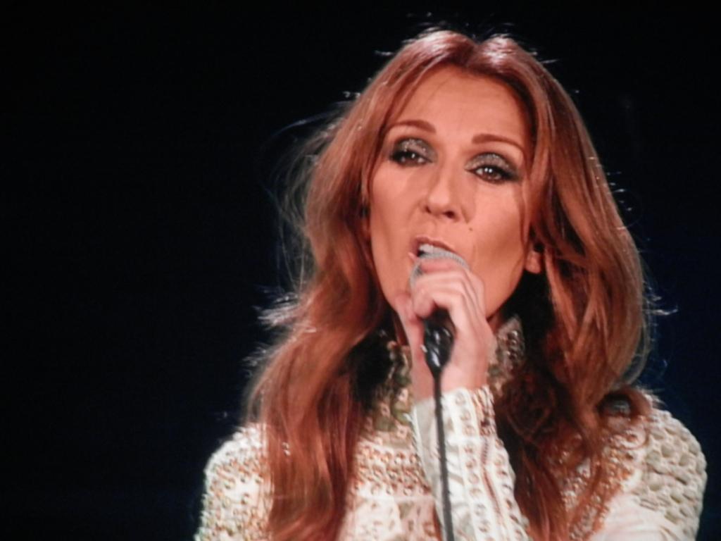Les différents moyens pour entrer en contact avec Céline Dion   - Contacter CÉLINE DION   Écrire un message à #CélineDion
