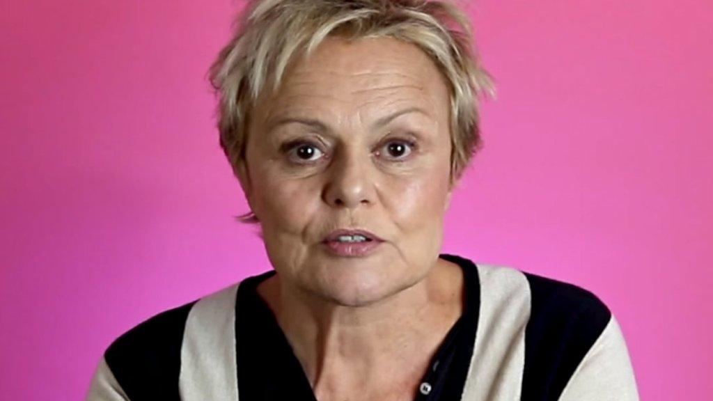 Souhaitez-vous laisser un message à Muriel Robin sur les réseaux sociaux ?  Contacter MURIEL ROBIN | Écrire à #MurielRobin
