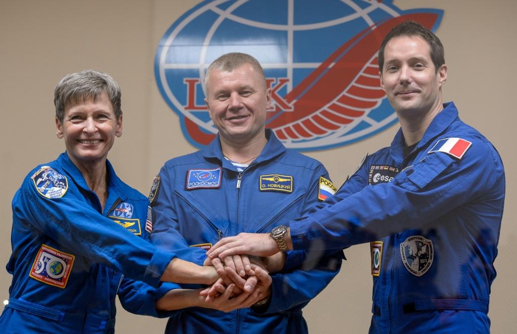 Né à Rouen le 27 février 1978, Thomas Pesquet  a occupé différents postes dans l'industrie aérospatiale et au Centre National d'Etudes Spatiales avant de devenir pilote en ligne en 2005.    - Contacter THOMAS PESQUET | Écrire à l'astronaute #ThomasPesquet
