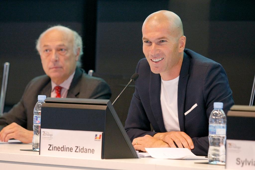 Souhaitez-vous entrer en contact avec Zinedine Zidane ?  - Contacter ZINEDINE ZIDANE | Écrire à #ZinedineZidane