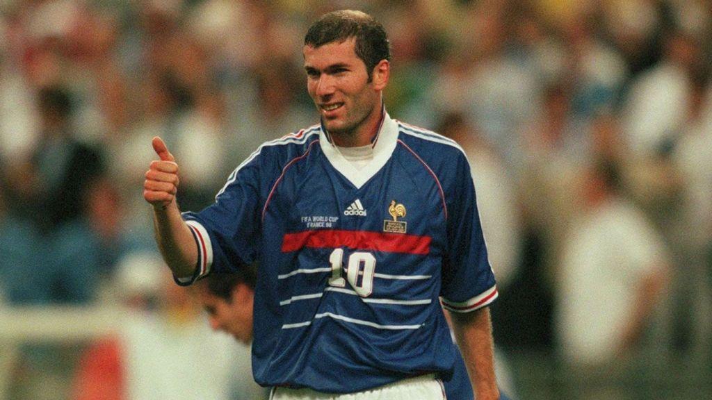 Contacter ZINEDINE ZIDANE | Écrire à #ZinedineZidane Contacts de Zinedine Zidane : les liens sur les réseaux sociaux