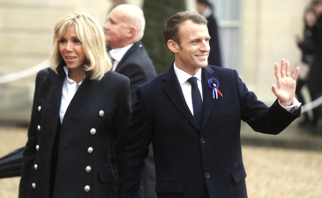 Contacter Brigitte Macron : adresse postale, réseaux sociaux, coordonnées en ligne