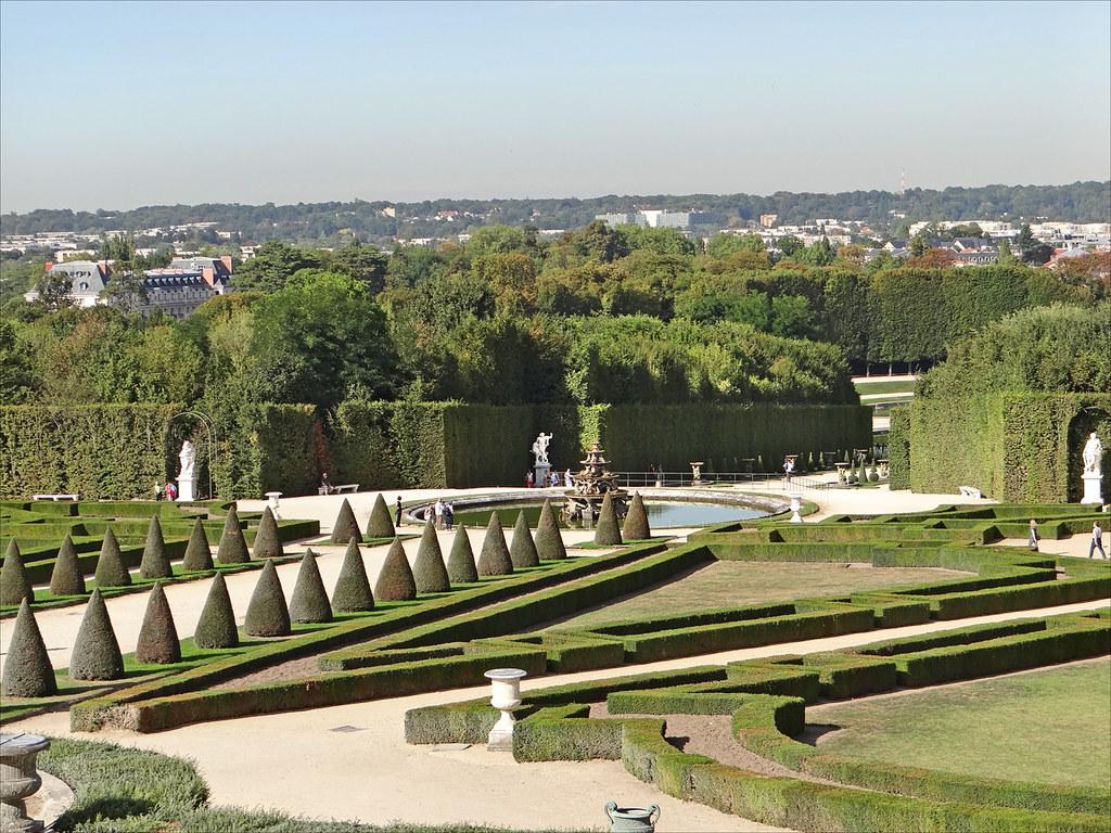Toutes les coordonnées du service clients et visiteurs du Château de Versailles