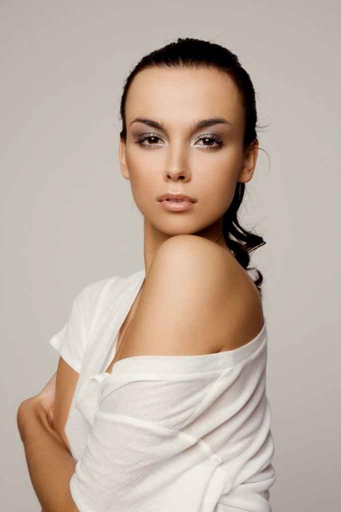 Désirez-vous devenir mannequin chez KARIN MODELS ?  -  Contacter KARIN MODELS | Agence Mannequins Paris (casting, book, contact)