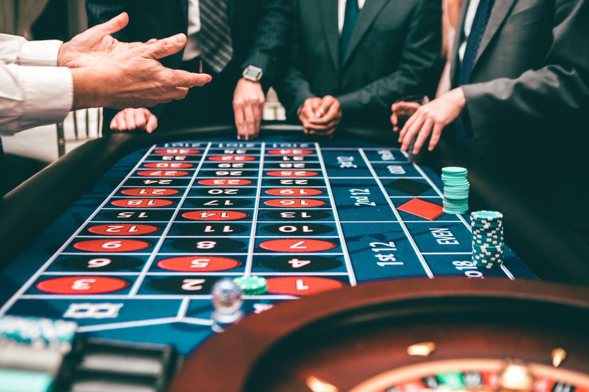 Plusieurs manières vous permettent d'entrer en contact avec les casinos Barrière. La première méthode est de vous rendre sur le site internet officiel des casinos Barrière : https://www.casinosbarriere.com/fr/.