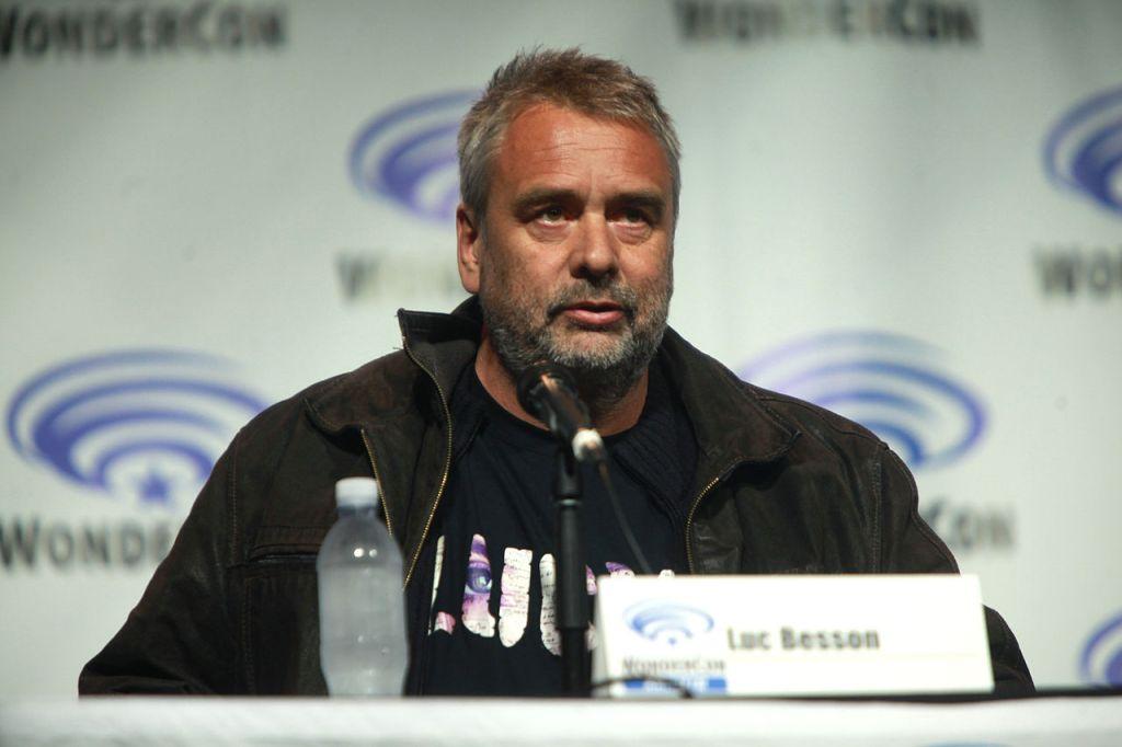 Cherchez-vous à joindre la maison de production de Luc Besson ?