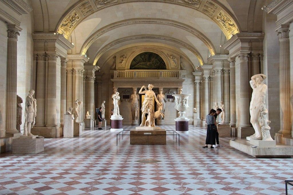 Désirez-vous contacter le service réservations, accueil clientèle ou partenariats du Musée du Louvre ?