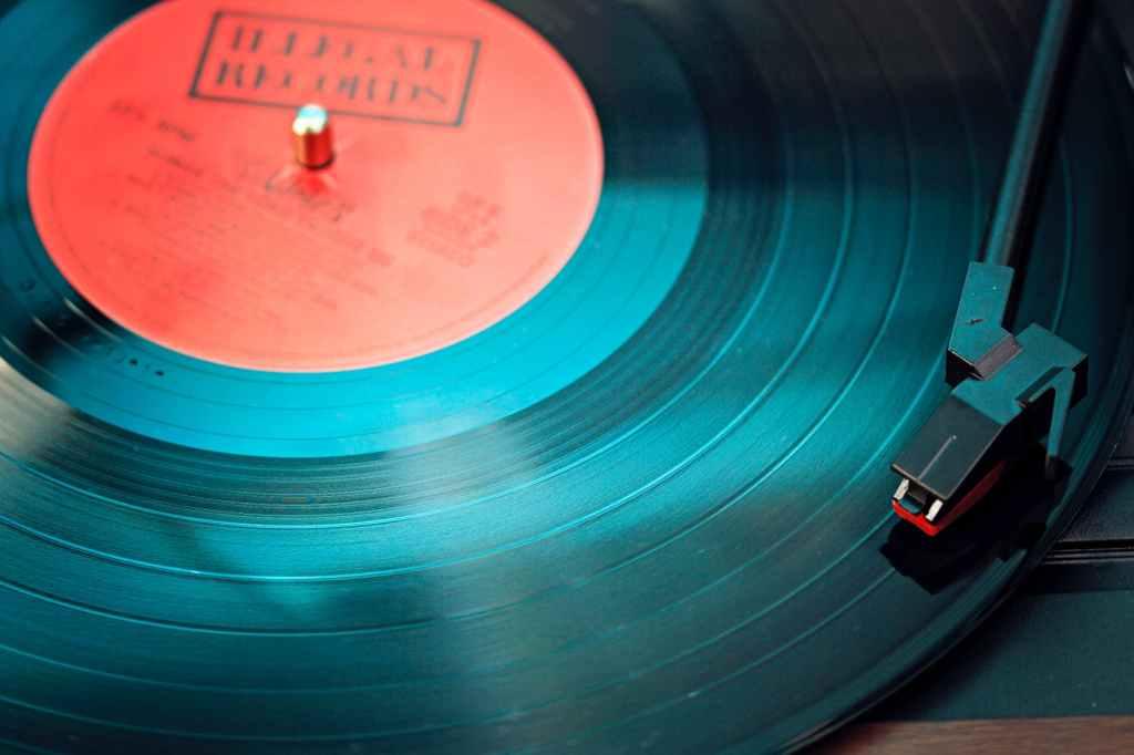 Comment contacter le label de musique Warner ?
