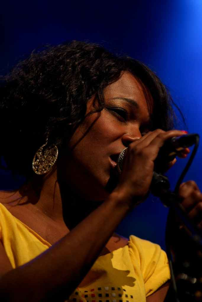 Devenir chanteur ou chanteuse : les clefs du succès (casting, auditions, astuces)