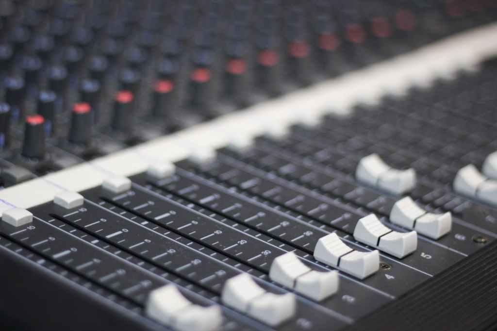 Contacter Warner Music Group (adresses emails et postales)