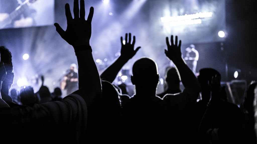 Comment devenir célèbre ? Comment remplir une salle de concert ? Comment trouver un producteur, un label, un éditeur ou une maison de disques ?